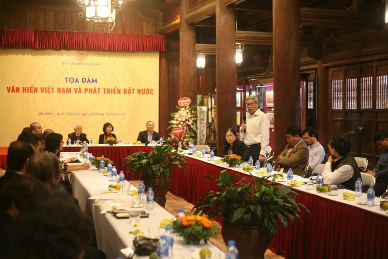 GS.TS Đặng Vũ Minh, Chủ tịch Liên hiệp các Hội KH&KT Việt Nam và các nhà khoa học, các nhà văn hóa, nhà hoạt động xã hội và một số doanh nhân tham luận tại buổi tọa đàm.