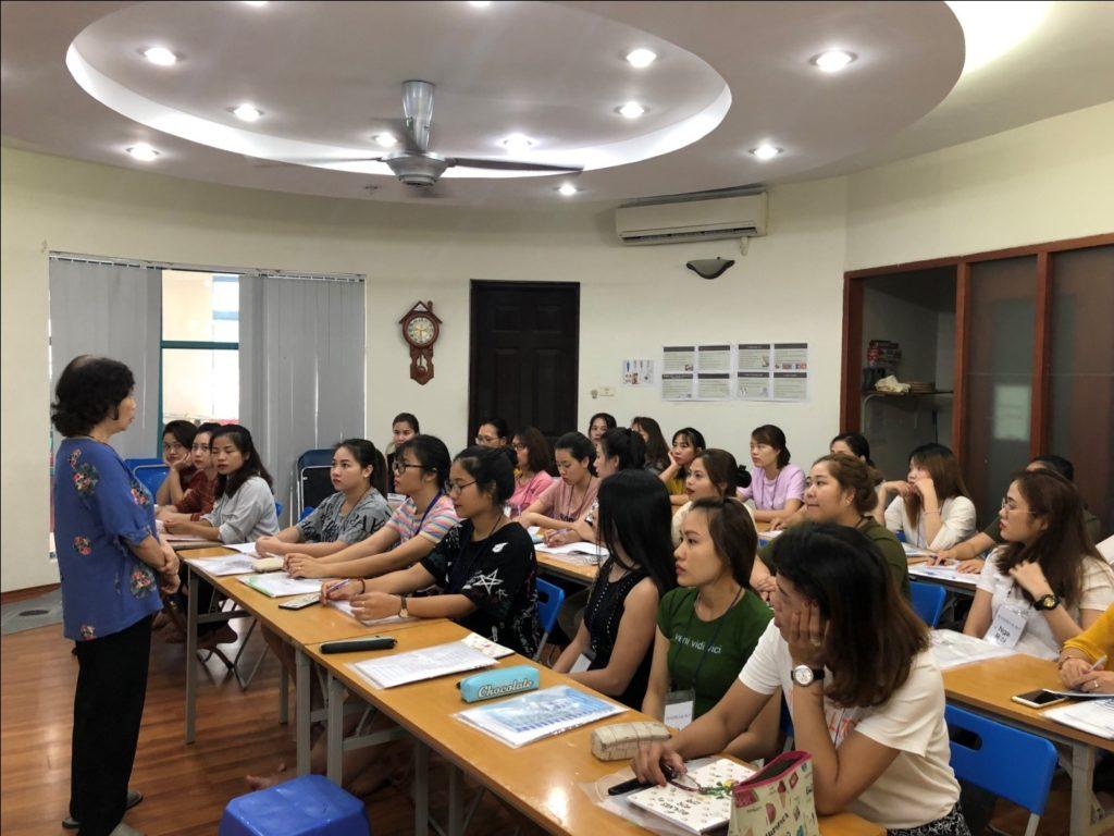 GS Lê Thị Quý trong một lớp học trải nghiệm văn hóa Việt Hàn