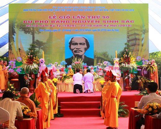 Lãnh đạo tỉnh thắp hương, tưởng niệm Cụ Phó bảng Nguyễn Sinh Sắc tại Lễ giỗ lần thứ 90